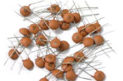 Capacitor Ceramico Disco 10PF x 50V 5mm